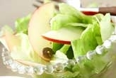 リンゴとレタスのサラダ