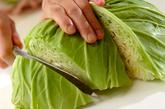 春キャベツの蒸し煮 エビオイルがけの作り方1