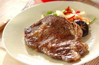 野菜添えステーキ