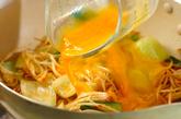 モヤシのピリ辛卵とじの作り方2