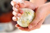 そぼろ卵のおにぎりの作り方3