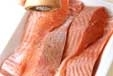 鮭のガーリックバター焼の下準備1
