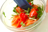 トマトとミツバの酢の物の作り方1