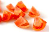 トマトとミツバの酢の物の下準備1
