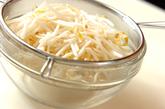 モヤシと練り物の煮物の作り方1