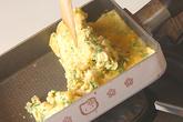 鶏そぼろ入り卵焼きの作り方4