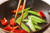 キヌサヤのみそ炒めの作り方3