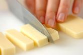チーズ入りカレー風味豚肉フライの下準備1