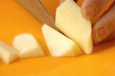 シャキシャキ長芋とリンゴの梅肉のせの下準備1