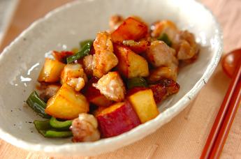サツマイモと鶏肉のピリ辛甘酢炒め