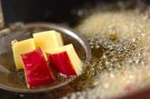 サツマイモと鶏肉のピリ辛甘酢炒めの作り方1