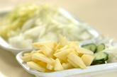 リンゴと白菜のサラダの下準備1