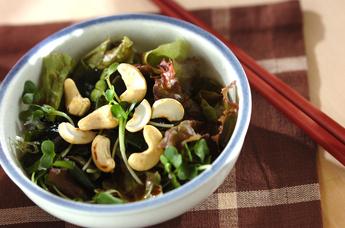 サニーレタスと海藻のサラダ