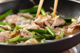 豚肉とニンニクの芽のオイスター炒めの作り方1