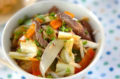 野菜とカルビの炒め丼