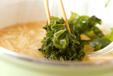 エノキとワカメのみそ汁の作り方2