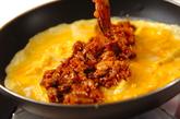 定番ひき肉と玉ネギのオムレツの作り方4