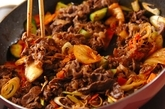 牛肉とキュウリ漬けの炒め物の作り方3
