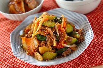 牛肉とキュウリ漬けの炒め物