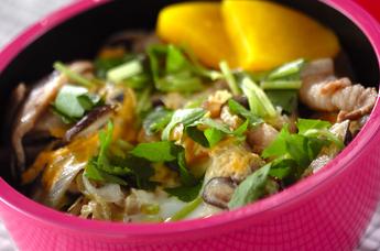 豚とシイタケの卵とじ丼