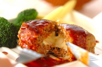 チーズ入りハンバーグ