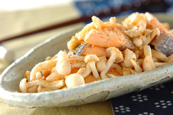 鮭とキノコのユズコショウ炒め