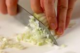 鶏ひき肉と豆のスープ煮の下準備1