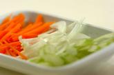 薄切りセロリのスープの下準備1