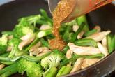 ささ身と緑の野菜のソテーの作り方2
