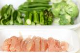 ささ身と緑の野菜のソテーの下準備1