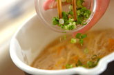 ニンジンとモヤシのみそ汁の作り方2