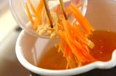 ニンジンとモヤシのみそ汁の作り方1