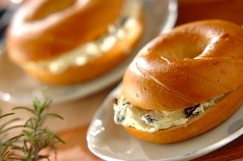 ラムレーズンとクリームチーズのベーグル