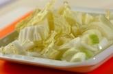 白菜と玉ネギのみそ汁の下準備1
