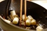 カリフラワーと鶏もも肉のピリ辛炒めの作り方2