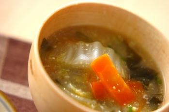 白菜とニンジンのみそ汁