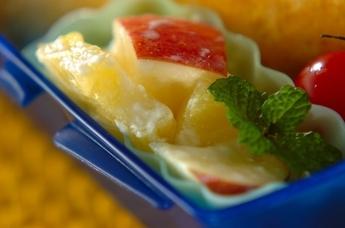 リンゴとパイナップルのヨーグルト和え