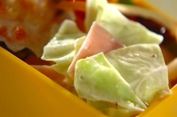 キャベツとハムのヨーグルトサラダ