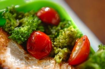 ブロッコリーとトマトのオイル炒め