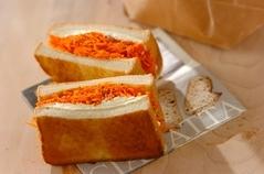 ニンジンのクミン炒め風サンドイッチ