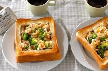 ブロッコリーのタラマヨチーズトースト