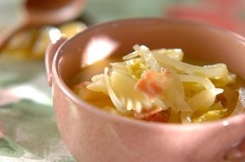 キャベツとベーコンの豆乳スープ