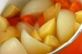 玉ネギとソーセージの煮込みの作り方2