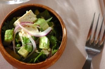豆腐とアボカドのエスニックサラダ