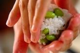 枝豆と桜エビのおにぎりの作り方2