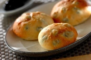 しょうゆ麹と黒豆のパン
