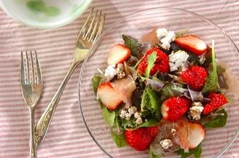 イチゴと生ハムのサラダ