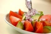 トマトとアボカドのゴマダレサラダの作り方1