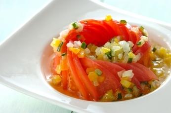飾り切りトマトのカラフルサラダ