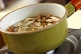 ゴボウとシメジのみそ汁の作り方1
